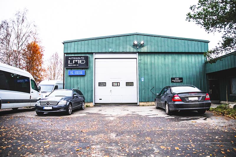 LMD Service -autokorjaamon halli Hämeenlinnassa