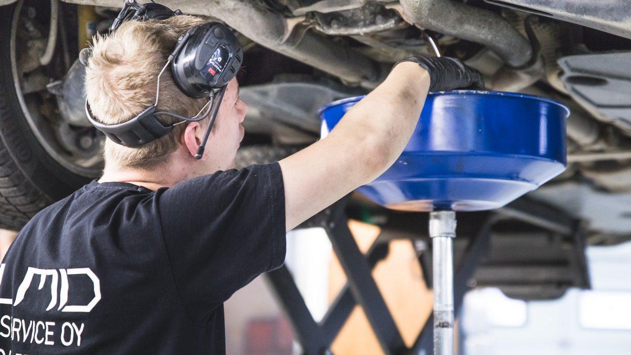 LMD Service autokorjaamo Hämeenlinna öljynvaihto valutusastia